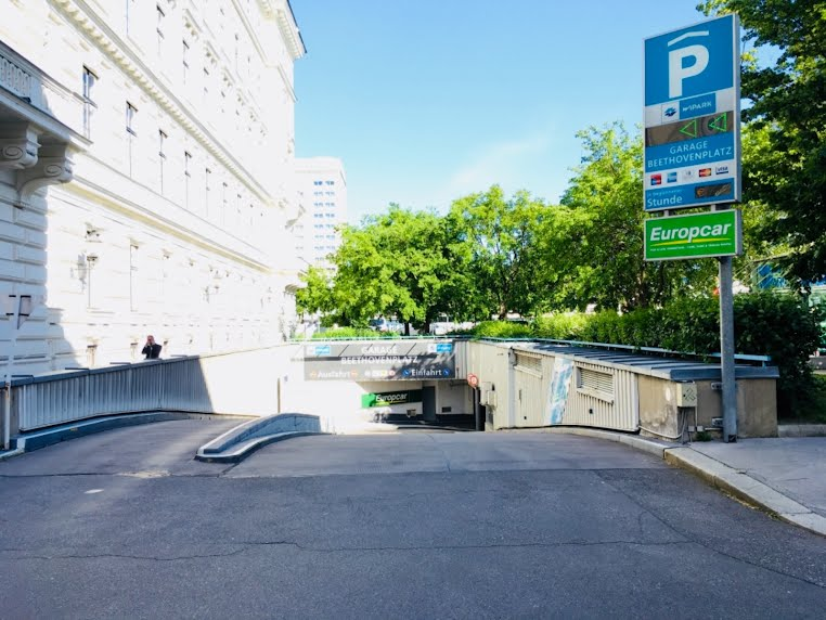 Luxus Motorradstellplatz In Moderner Tiefgarage 1010 Wien